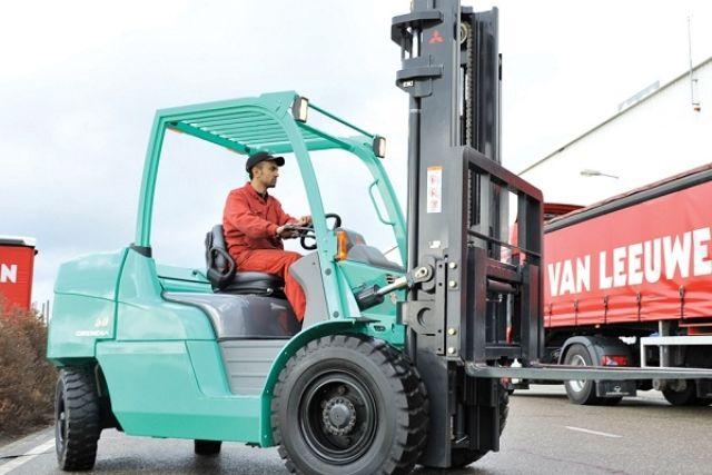 Người điều khiển xe nâng hàng cần kiểm tra xe thường xuyên